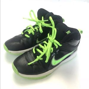 Nike team hustle hightop basketball shoes